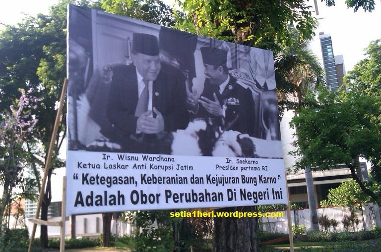 bagi warga surabaya tentu pernah melihat foto foto antara presiden ri ...