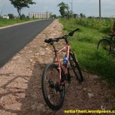 bapak tua bersepeda