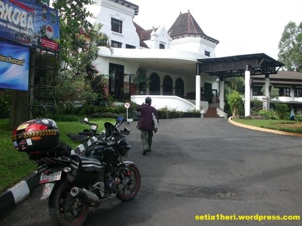 depan hotel kartika wijaya batu