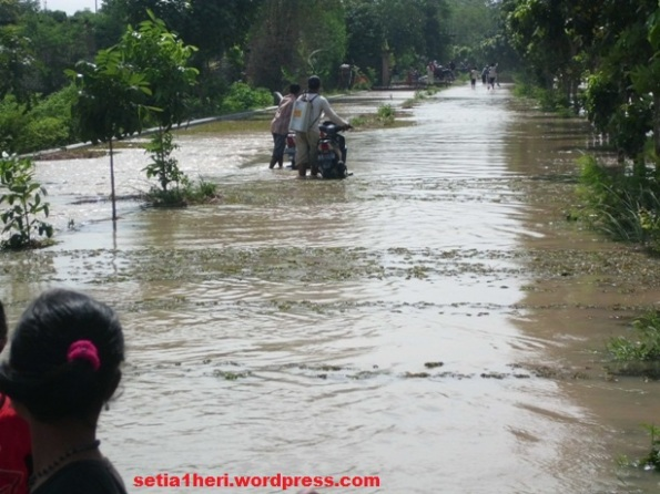 banjir jalan desa kenongo