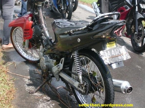 motor bebek habis kebanjiran