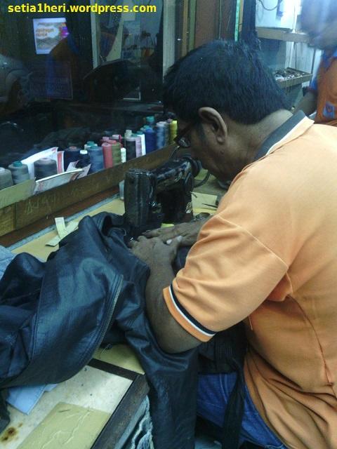 reparasi resleting jaket kulit