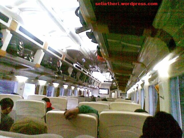 indoor kereta api argo bromo anggrek