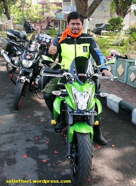 KHS bersama ER-6N hijau
