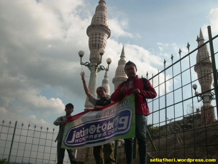 puncak masjid tiban