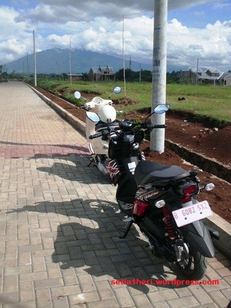 Yamaha X-Ride dan Piaggio lx250 putih