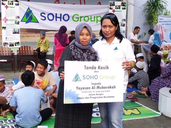 1_Baksos Ramadhan SOHO Group Bersama Komunitas Mobil & Motor_penyerahan Tanda Kasih