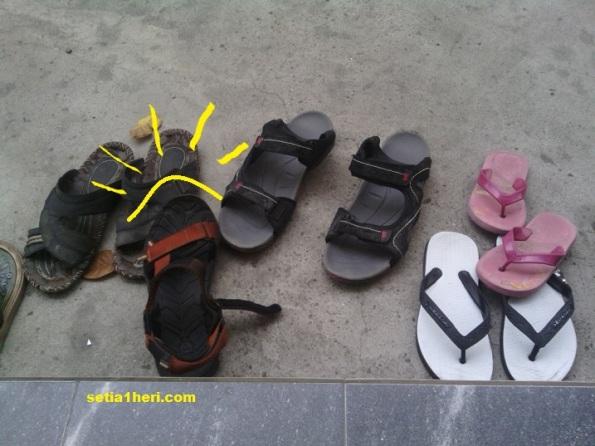 Tips sandal biar tidak hilang di masjid