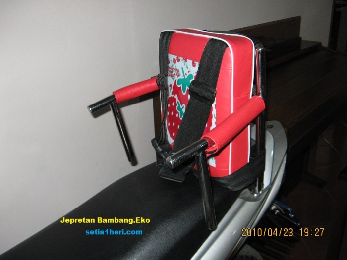 kursi motor anak di belakang