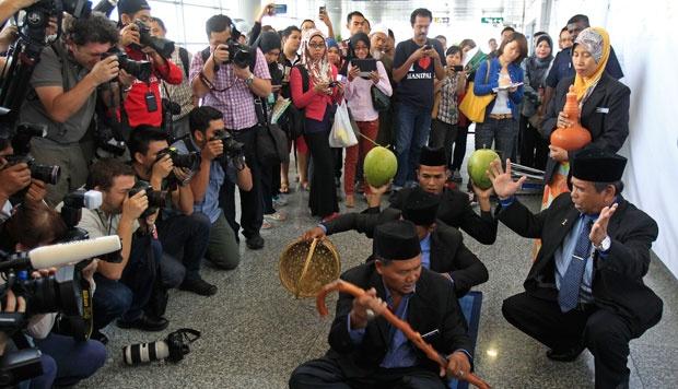 ritual bomoh malaysia mencari pesawat hilang