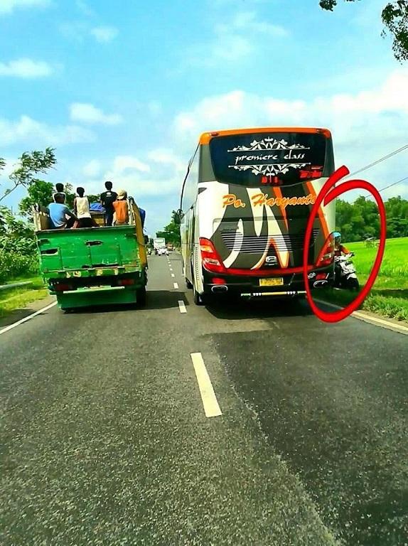 bus PO Haryanto melanggar marka jalan hampir mencelakakan biker