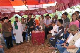gubernur-sumatera-barat-irwan-prayitno-melakukan-kunjungan-ke-lokasi-_131229105245-748