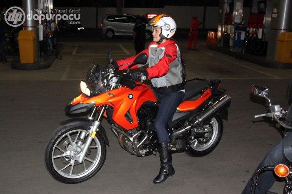 Luna_Maya_bersama BMW GS 800