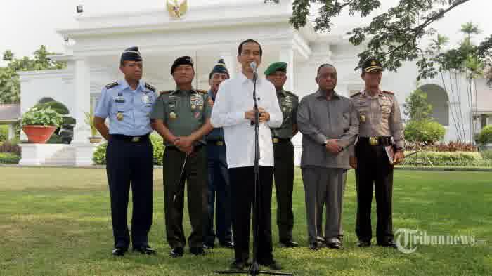 presiden-jokowi-gelar-jumpa-pers-di-istana-merdeka mengumumkan kabinet kerja 2014-2019