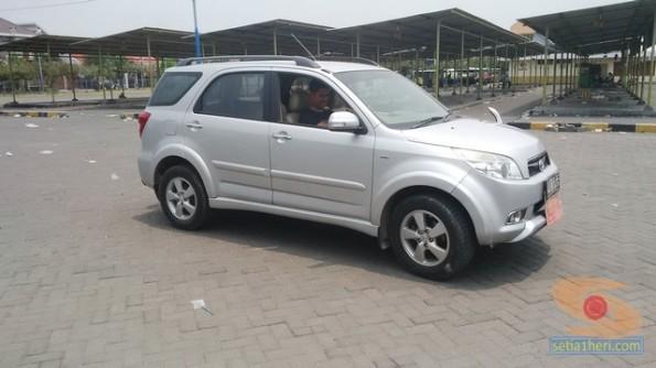 Belajar nyetir mobil toyota rush di Bagoes gresik (4)