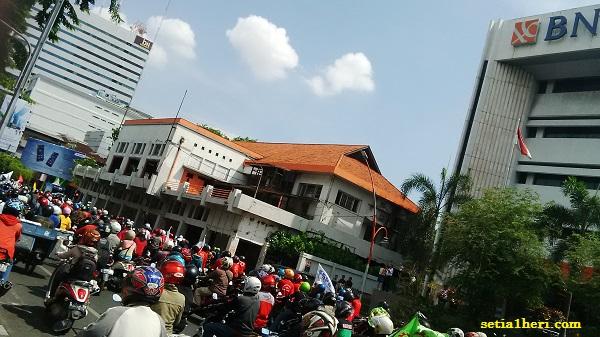 demo buruh tuntut UMK 2015 di Jawa Timur