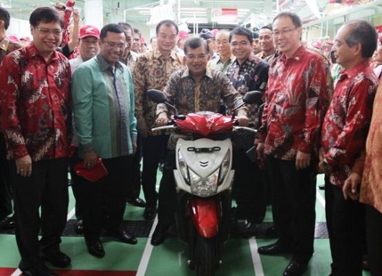 Honda Beat spesial ditanda tangi wapres Jusuf Kalla tahun 2014 (2)