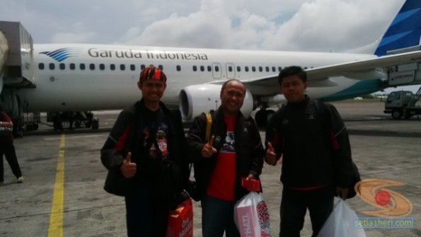 naik pesawat garuda bali-surabaya 2014