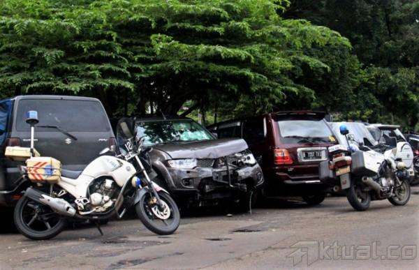 mobil pajero penabrak rumah panglima TNI