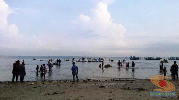 wisata pantai dalegan panceng gresik 2014 (1)